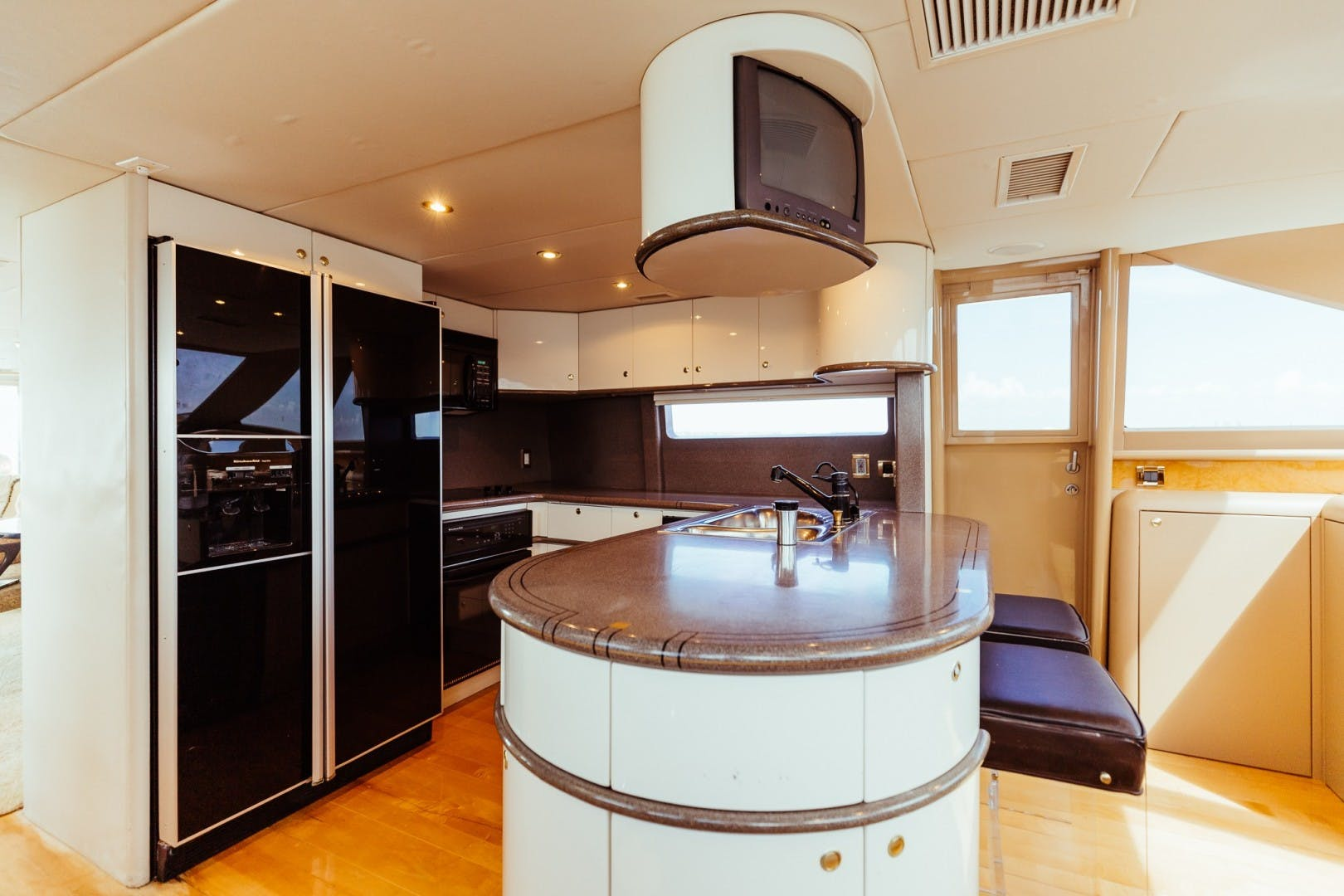 1996 Lazzara Yachts 80' 80 Cockpit Motor Yacht Double Eagle   Picture 3 of 84