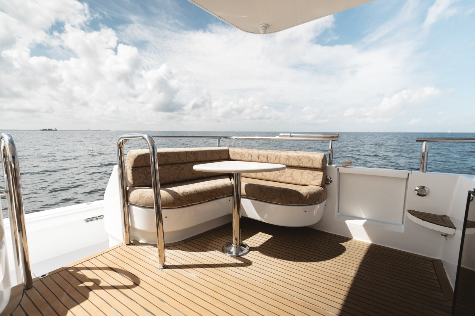 1996 Lazzara Yachts 80' 80 Cockpit Motor Yacht Double Eagle   Picture 6 of 84