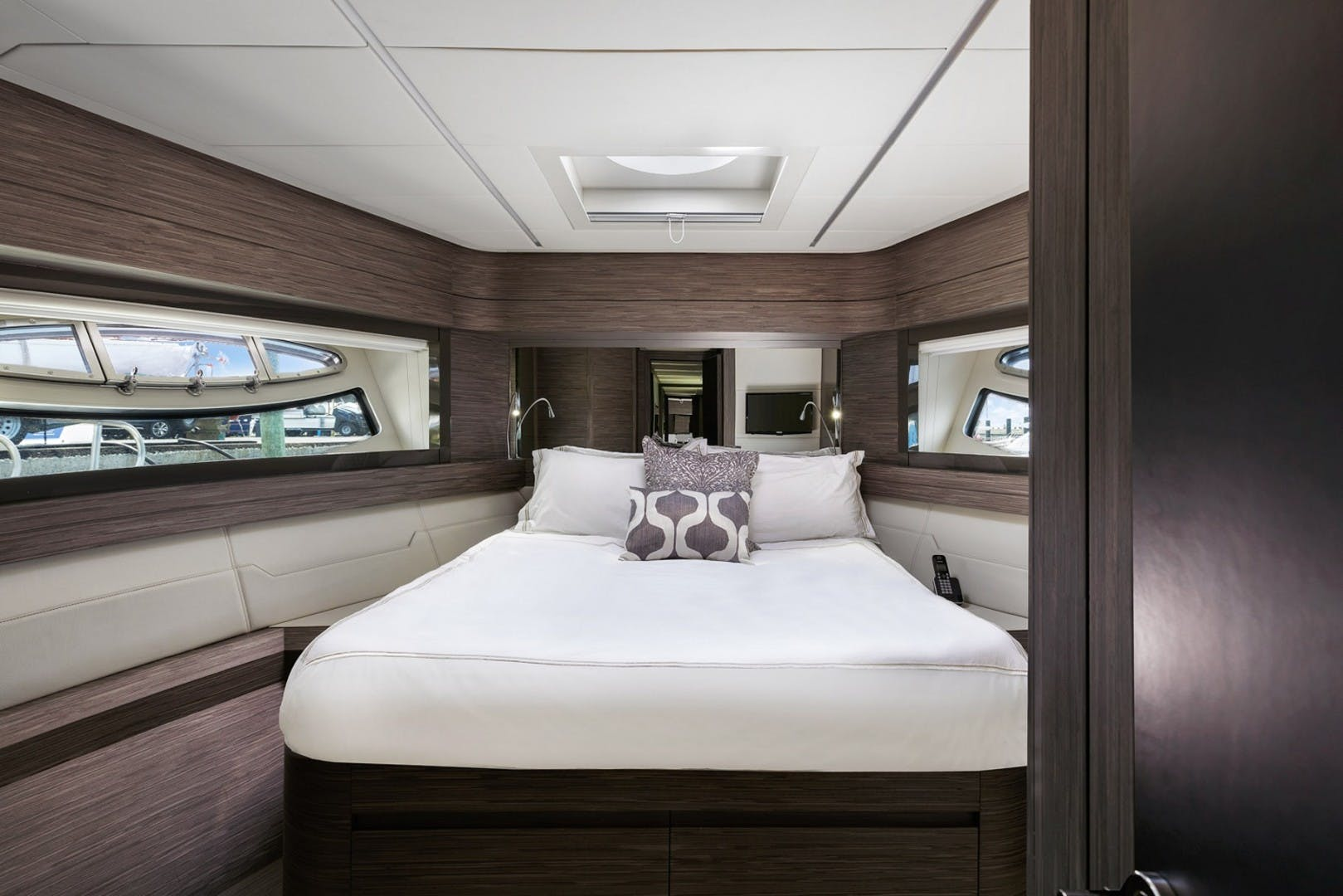 2018 Pershing 82' 82 Monarc   Picture 4 of 34