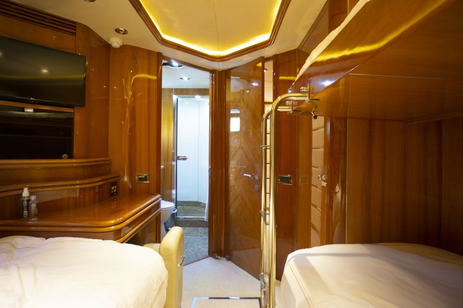 2002 Sunseeker 105' 105 Yacht OMG   Picture 1 of 57