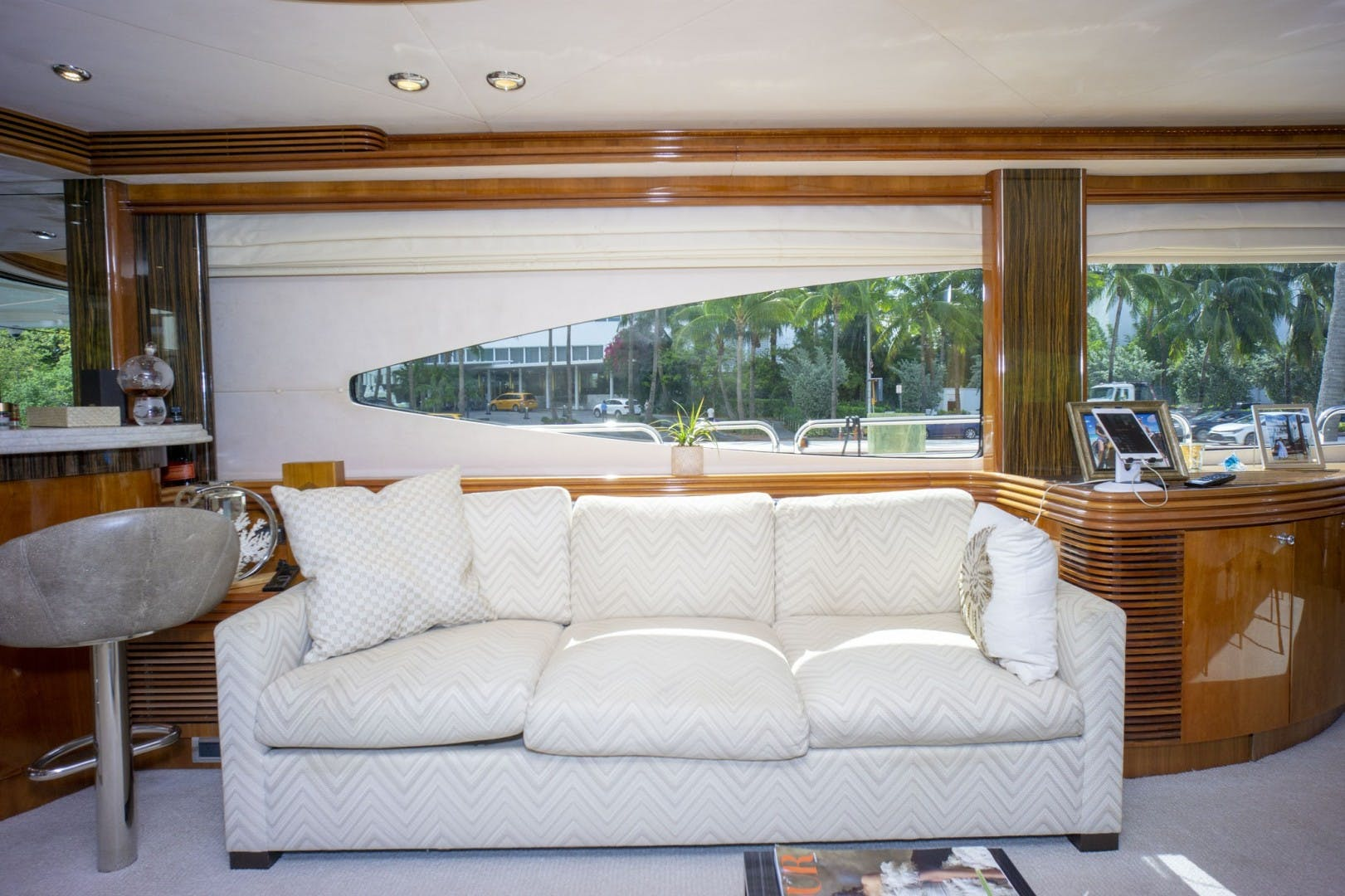 2002 Sunseeker 105' 105 Yacht OMG   Picture 5 of 57