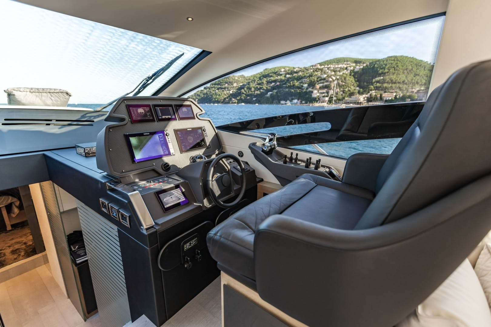 2016 Pershing 70' 70 Q80   Picture 6 of 29