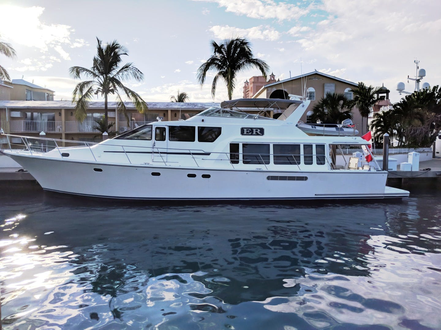 2000 Pacific Mariner 65' 65 Motoryacht ER | Picture 2 of 45