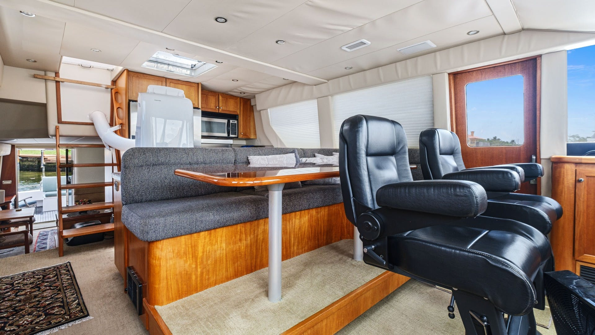 2000 Pacific Mariner 65' 65 Motoryacht ER | Picture 3 of 45