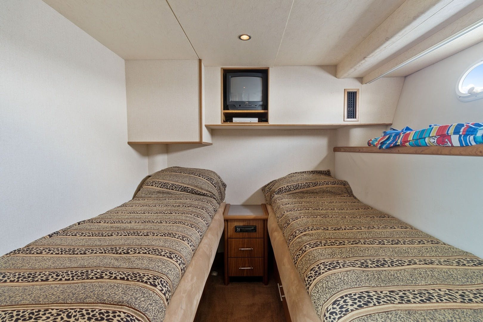 2000 Pacific Mariner 65' 65 Motoryacht ER | Picture 7 of 45