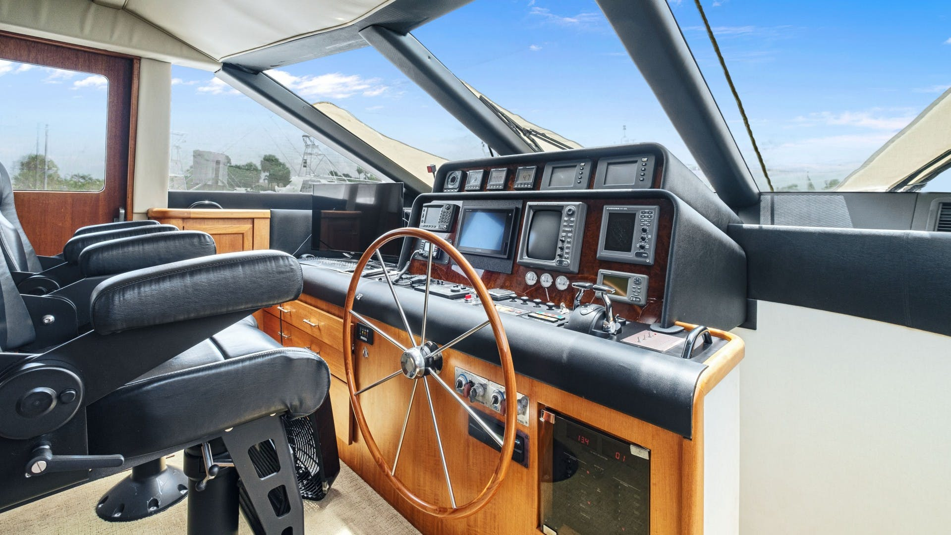2000 Pacific Mariner 65' 65 Motoryacht ER | Picture 4 of 45