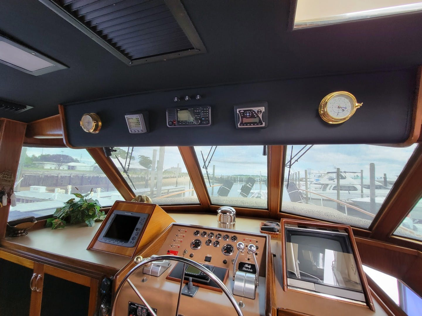 1986 Hatteras 72' 72 Cockpit Lady Patricia   Picture 7 of 114
