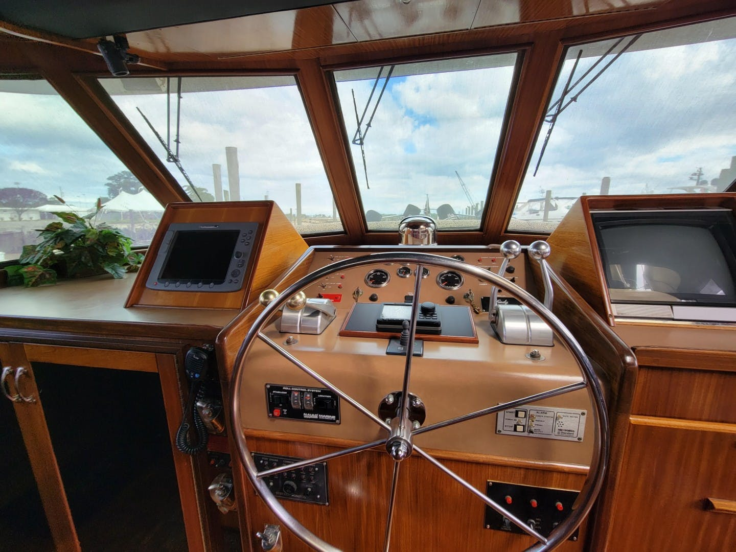 1986 Hatteras 72' 72 Cockpit Lady Patricia   Picture 8 of 114
