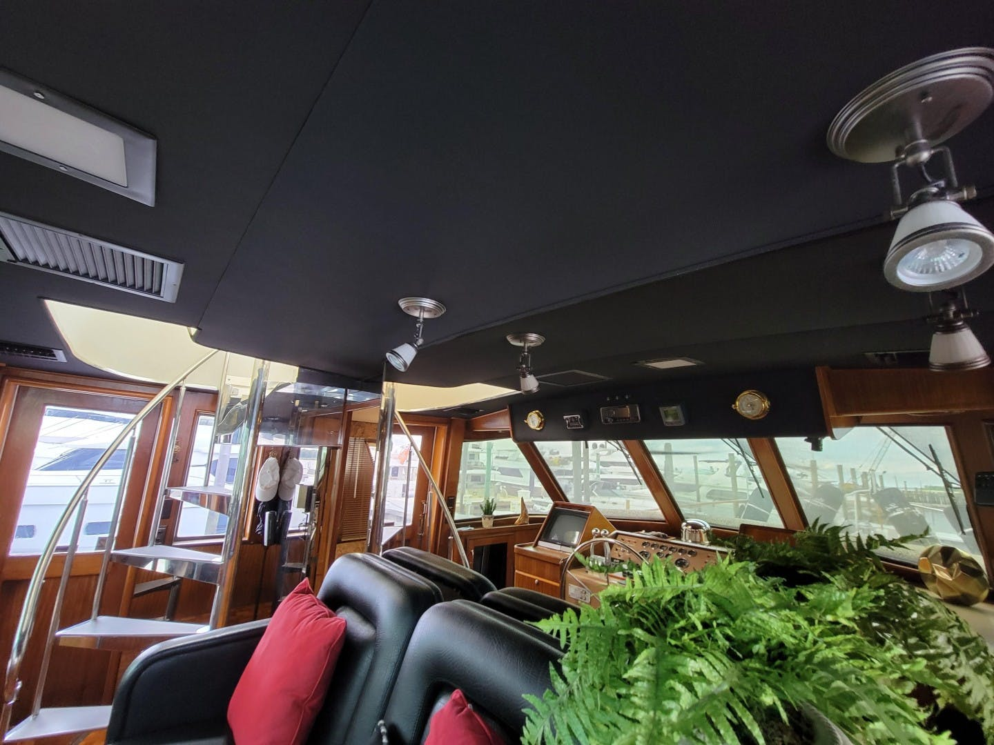 1986 Hatteras 72' 72 Cockpit Lady Patricia   Picture 3 of 114