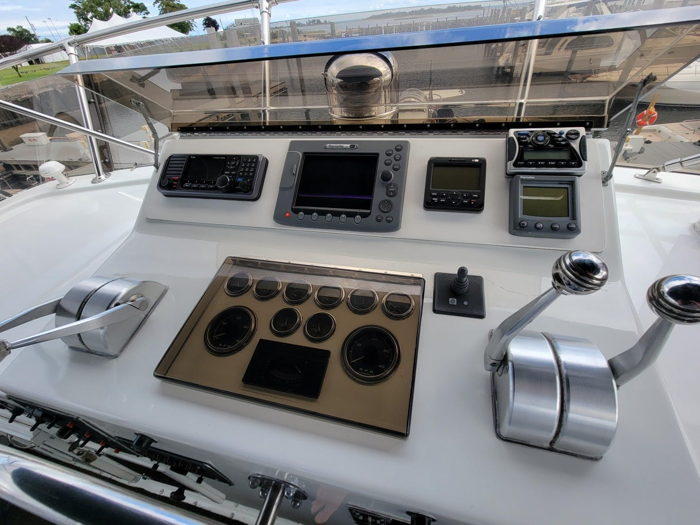 1986 Hatteras 72' 72 Cockpit Lady Patricia   Picture 2 of 114