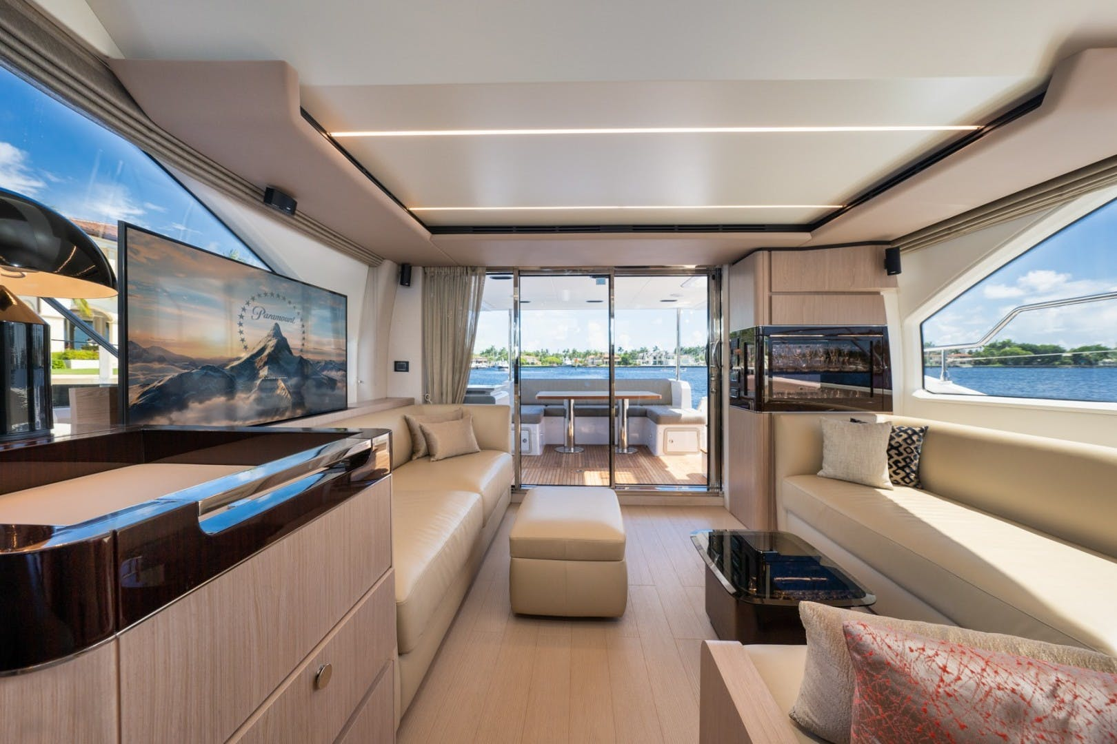 2021 Azimut 66' 66 Fly  | Picture 8 of 30