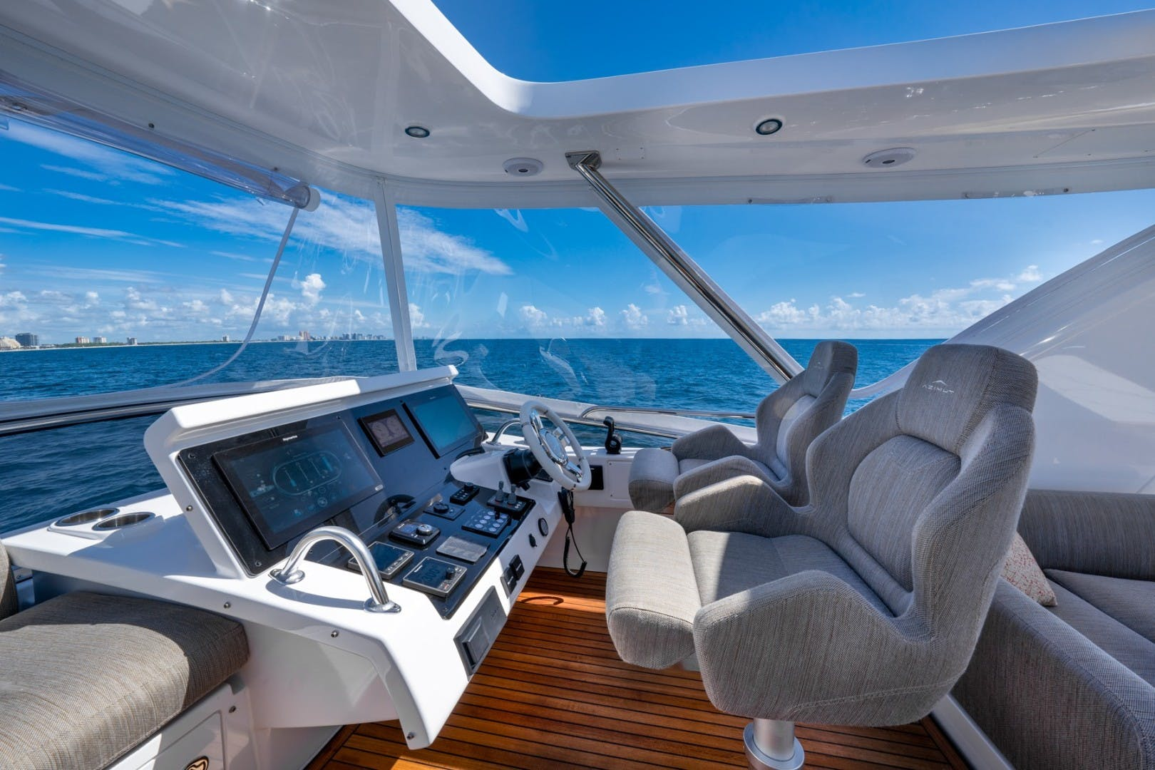 2021 Azimut 66' 66 Fly  | Picture 2 of 30