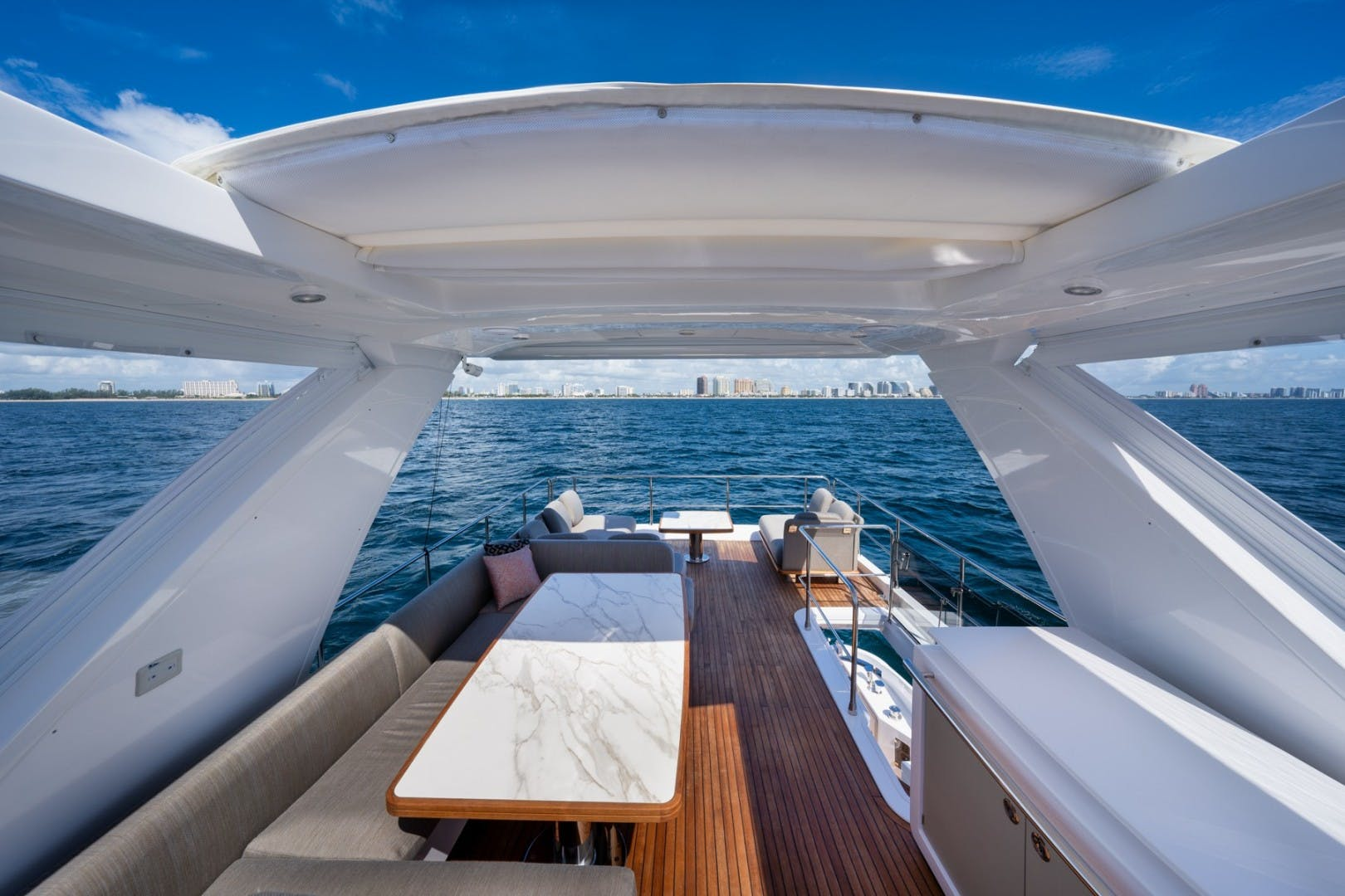 2021 Azimut 66' 66 Fly  | Picture 7 of 30