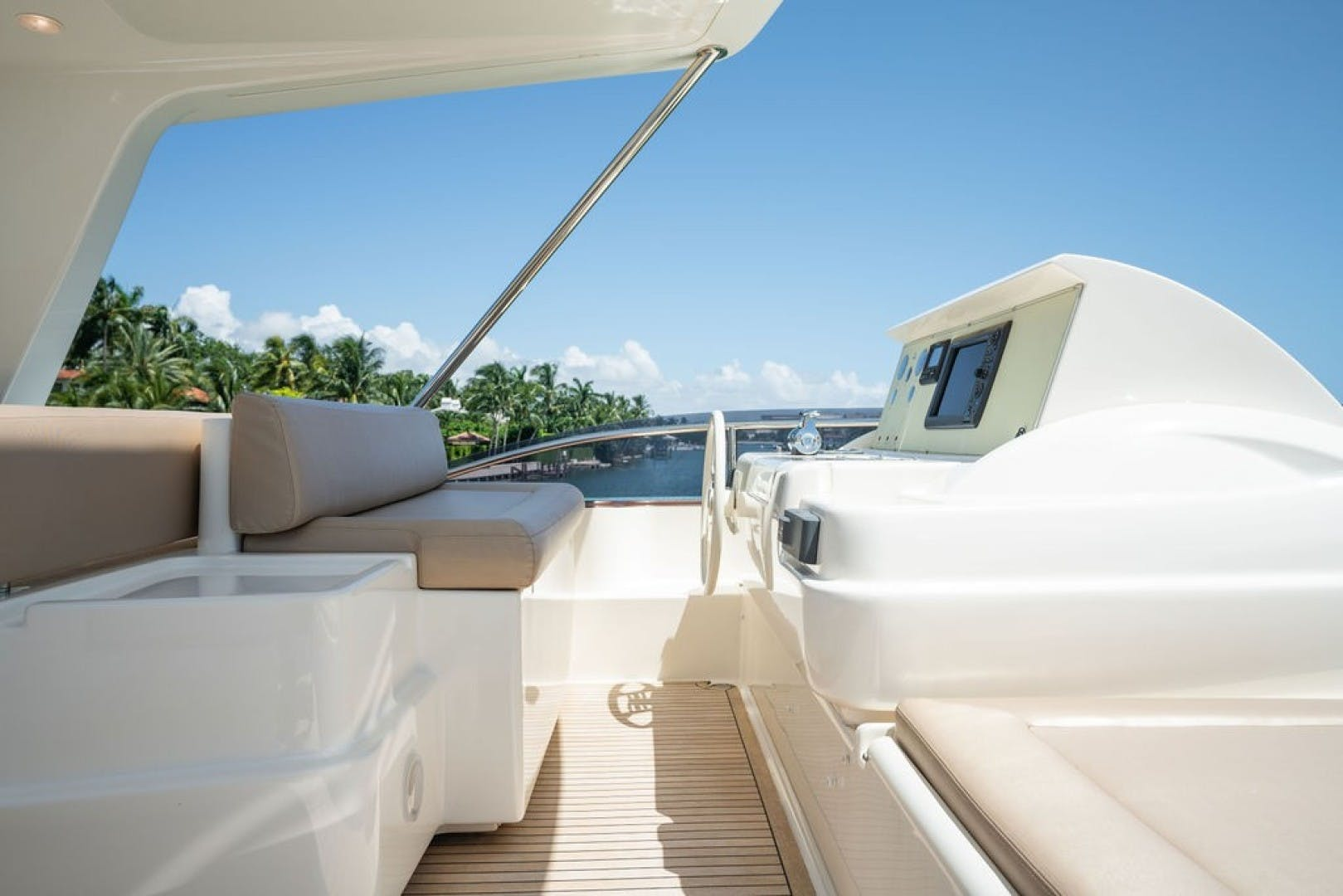 2014 Ferretti Yachts 80' F800 Living Life 3   Picture 7 of 82