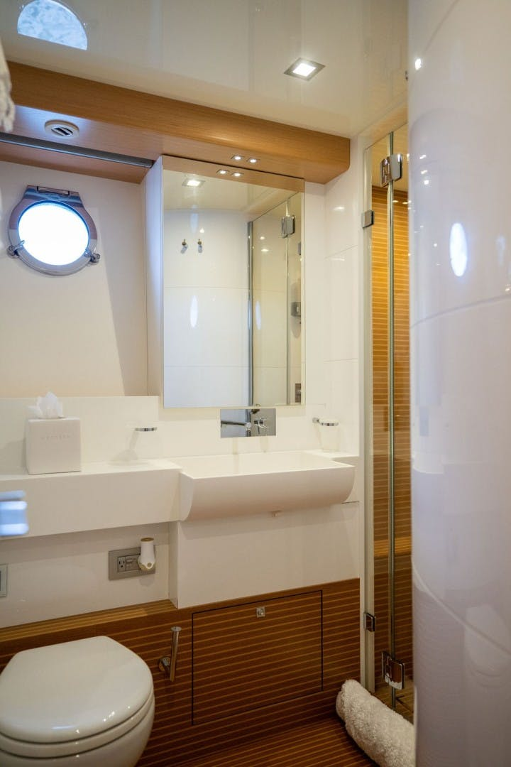 2014 Ferretti Yachts 80' F800 Living Life 3   Picture 5 of 82