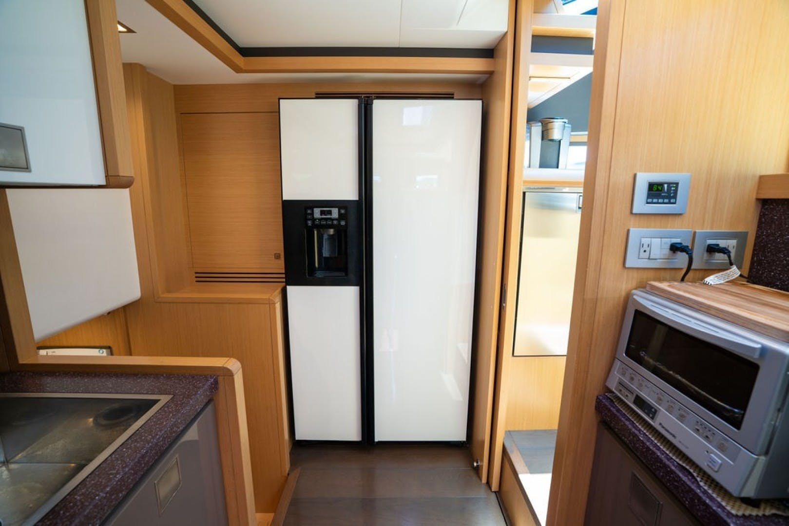 2014 Ferretti Yachts 80' F800 Living Life 3   Picture 3 of 82