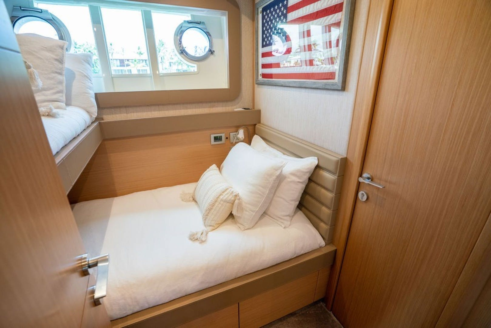 2014 Ferretti Yachts 80' F800 Living Life 3   Picture 8 of 82