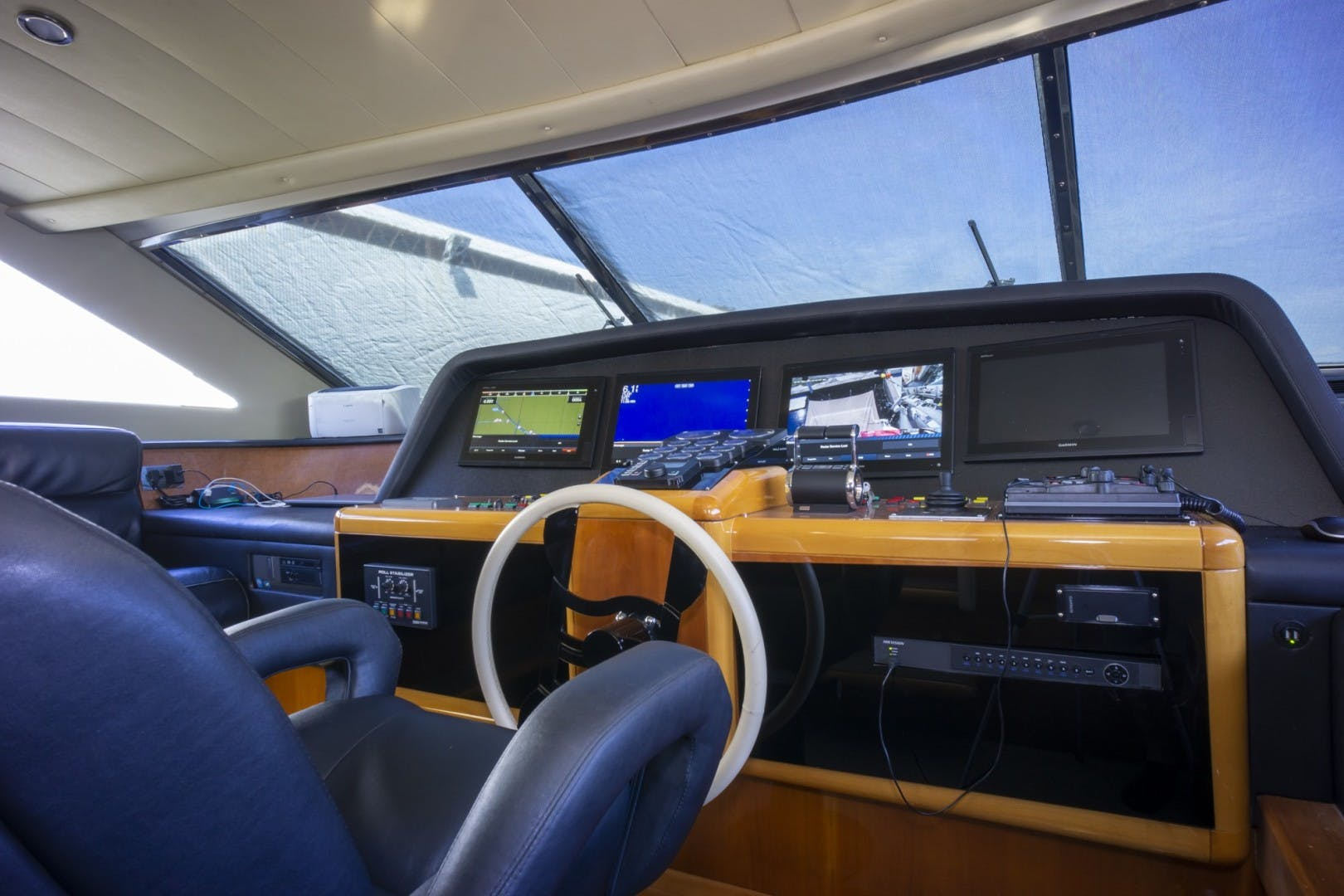 2000 Ferretti Yachts 94' Custom Line 94    Picture 3 of 68