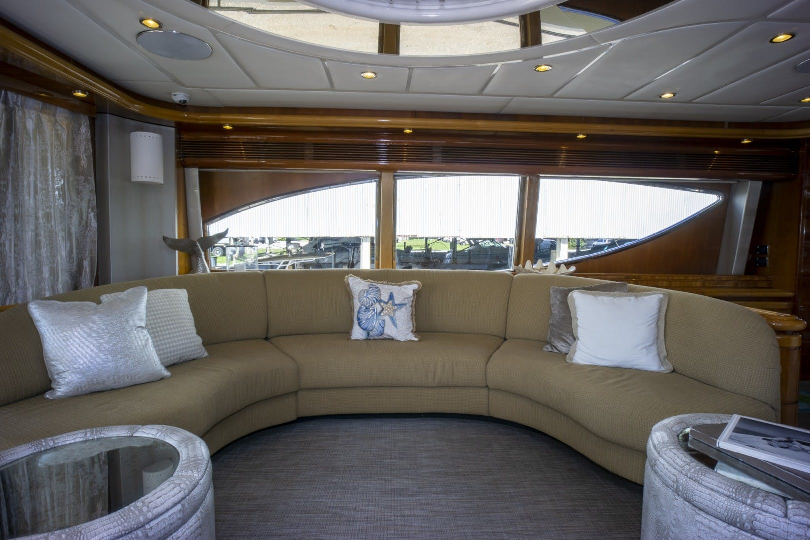 2000 Ferretti Yachts 94' Custom Line 94    Picture 6 of 68