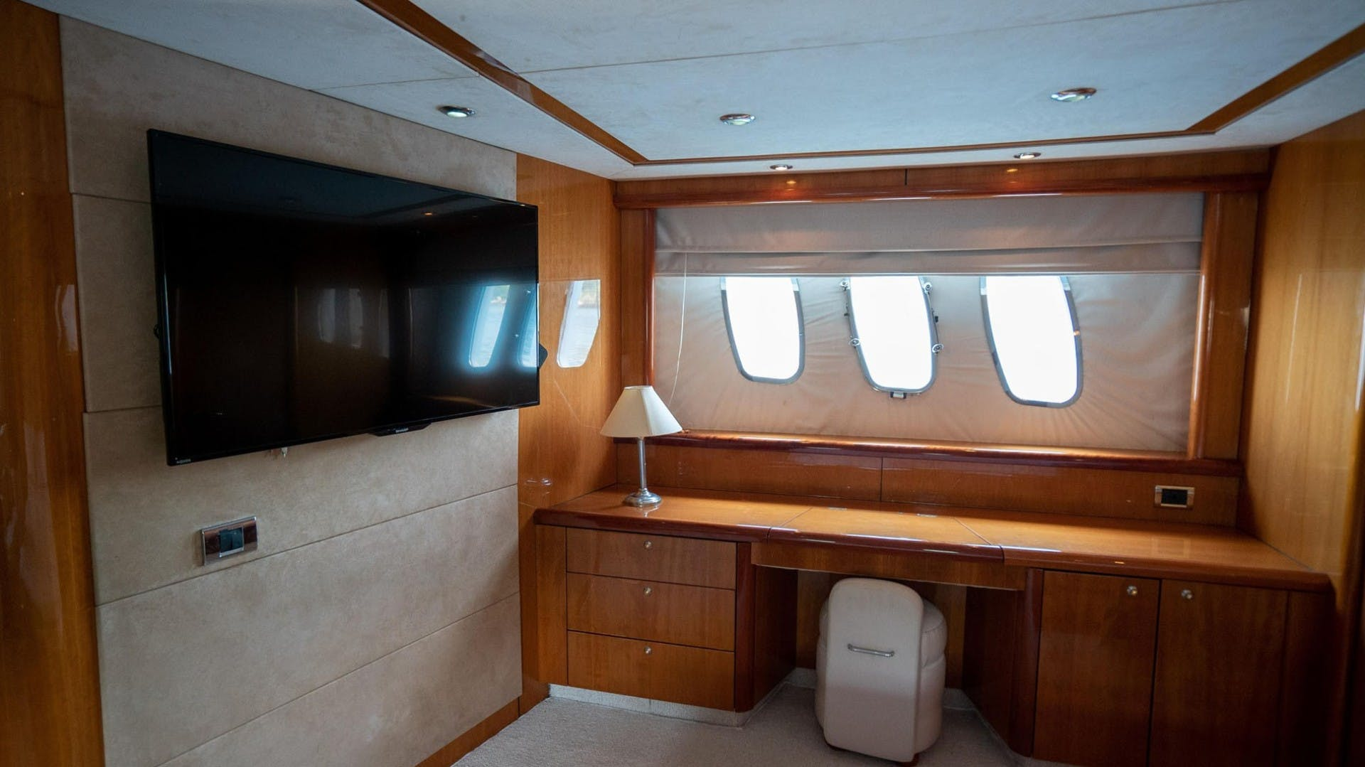 2004 Sunseeker 75' 75 Motor Yacht Lucky | Picture 3 of 113