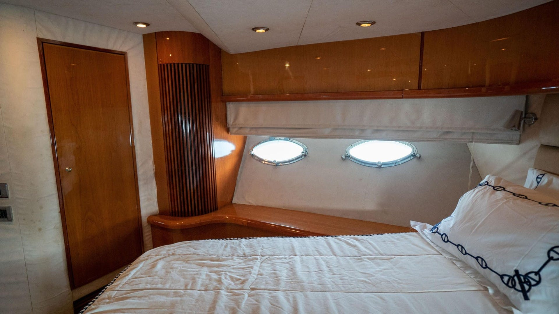 2004 Sunseeker 75' 75 Motor Yacht Lucky | Picture 6 of 113