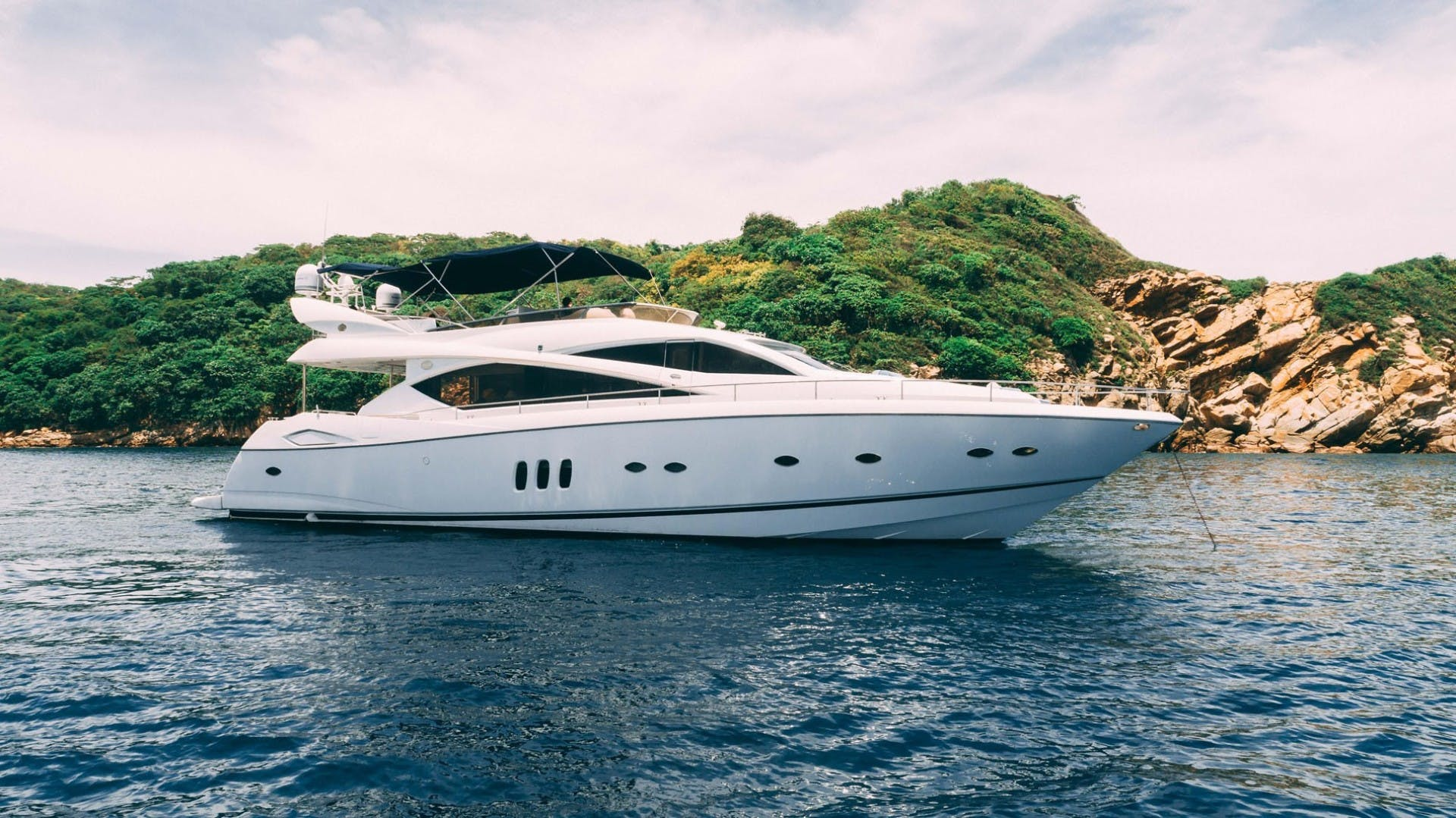 2004 Sunseeker 75' 75 Motor Yacht Lucky | Picture 1 of 113