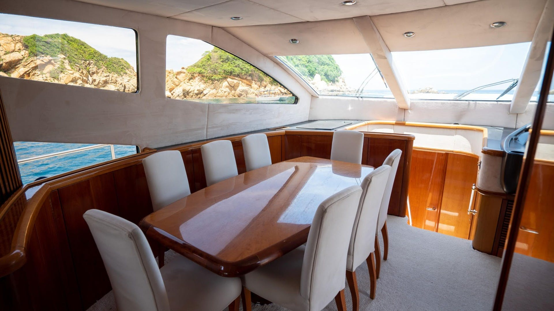 2004 Sunseeker 75' 75 Motor Yacht Lucky | Picture 2 of 113