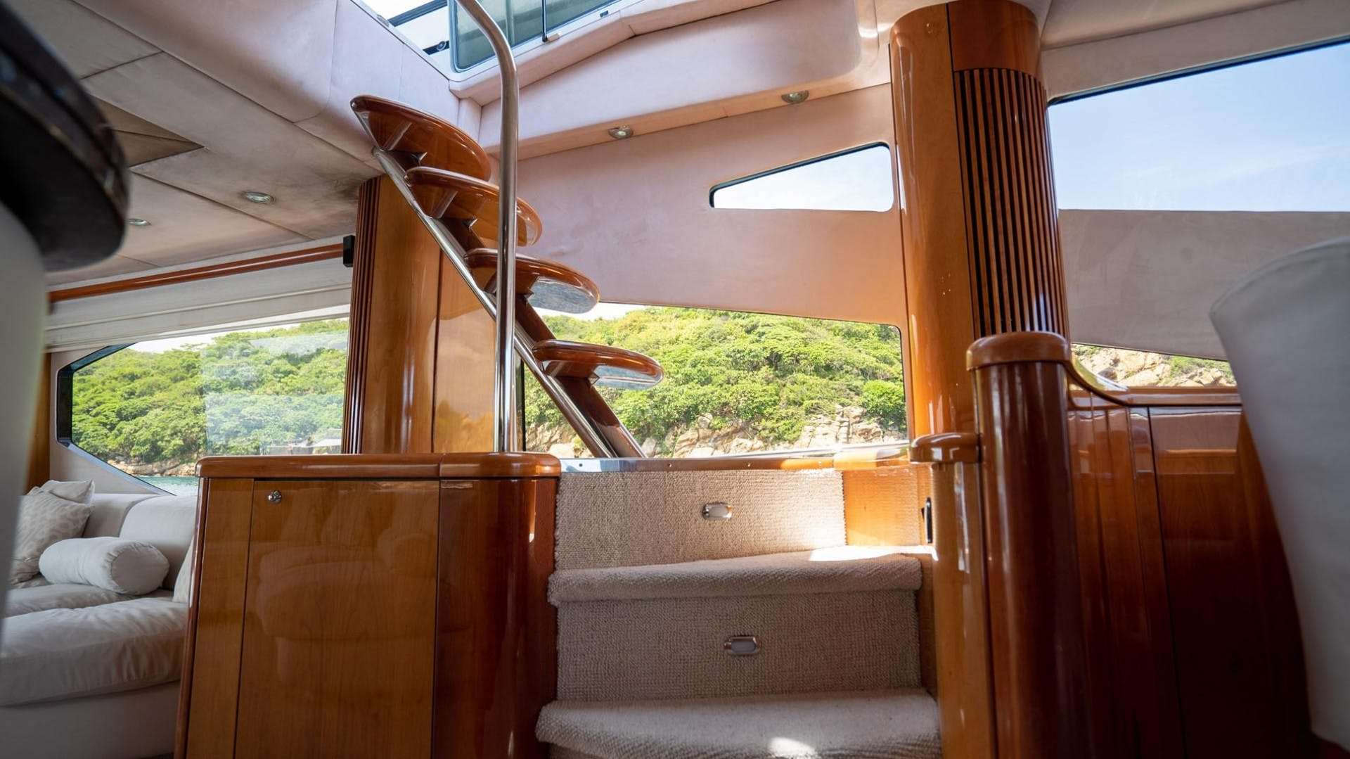 2004 Sunseeker 75' 75 Motor Yacht Lucky | Picture 7 of 113