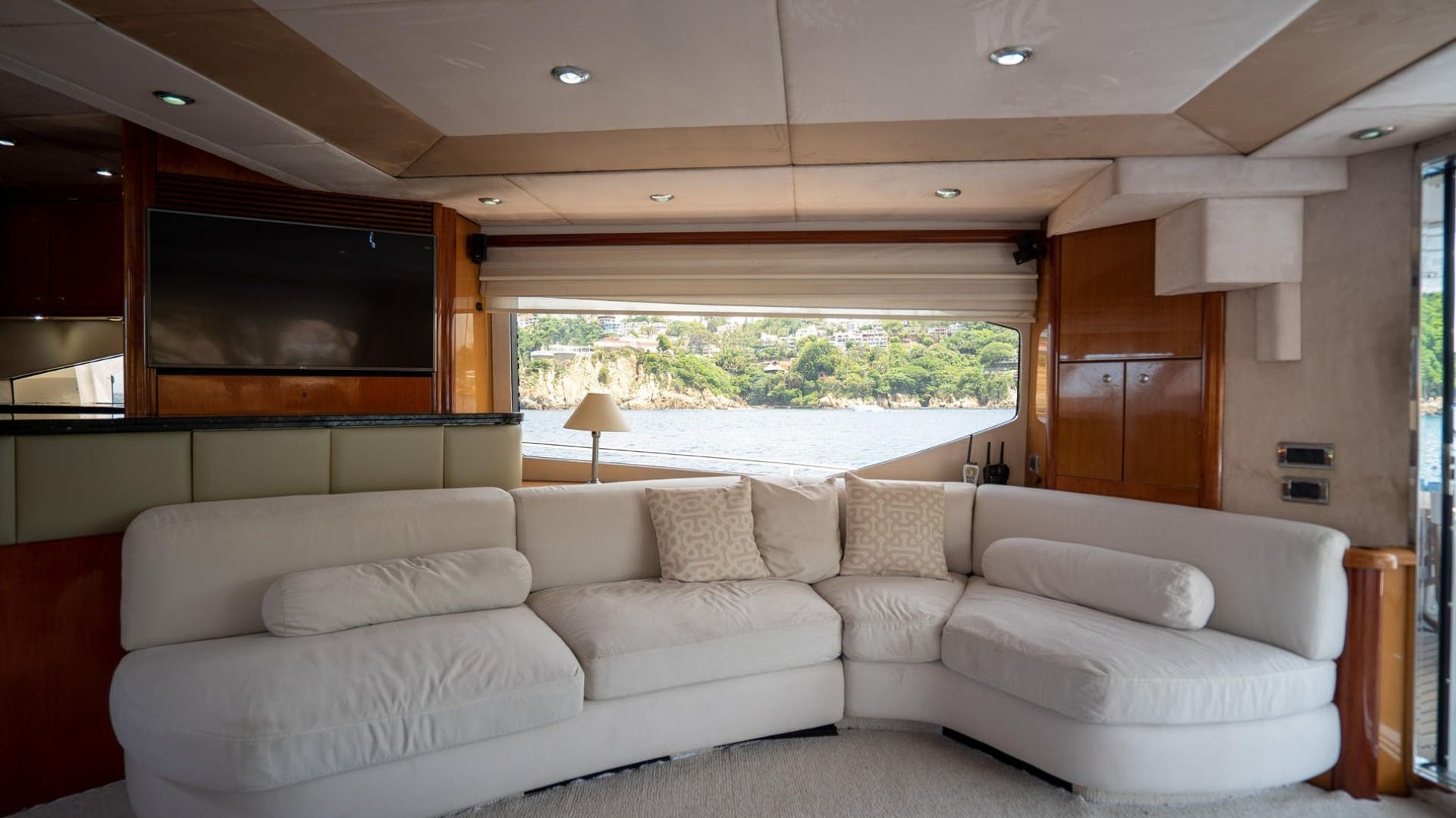 2004 Sunseeker 75' 75 Motor Yacht Lucky | Picture 5 of 113