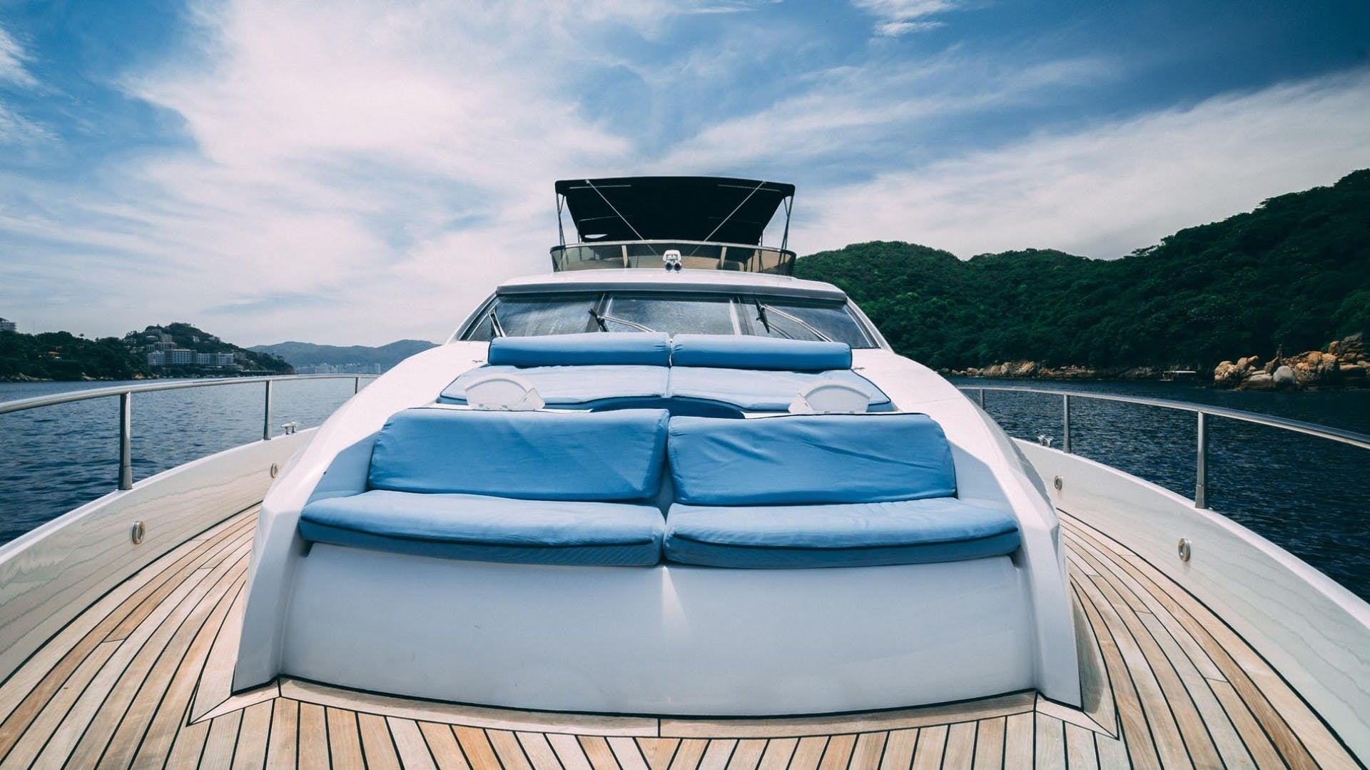 2004 Sunseeker 75' 75 Motor Yacht Lucky | Picture 4 of 113