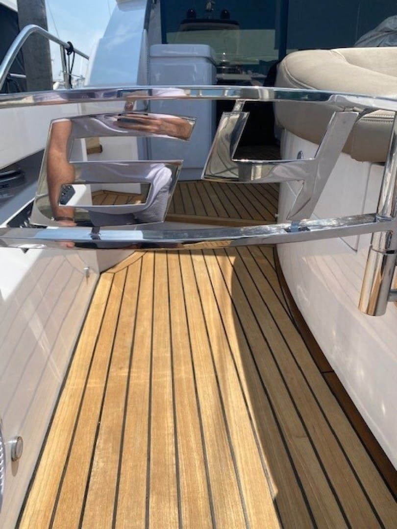 2009 Pershing 64' Motor Yacht Lady Leenie | Picture 5 of 9