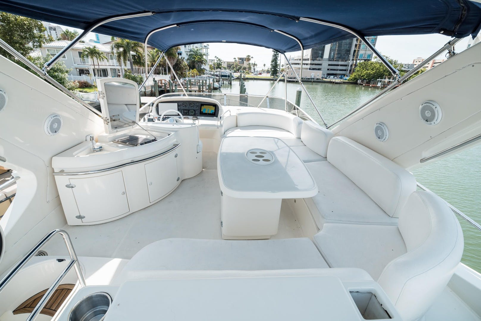 2004 Azimut 62'  SERENITY   Picture 6 of 78