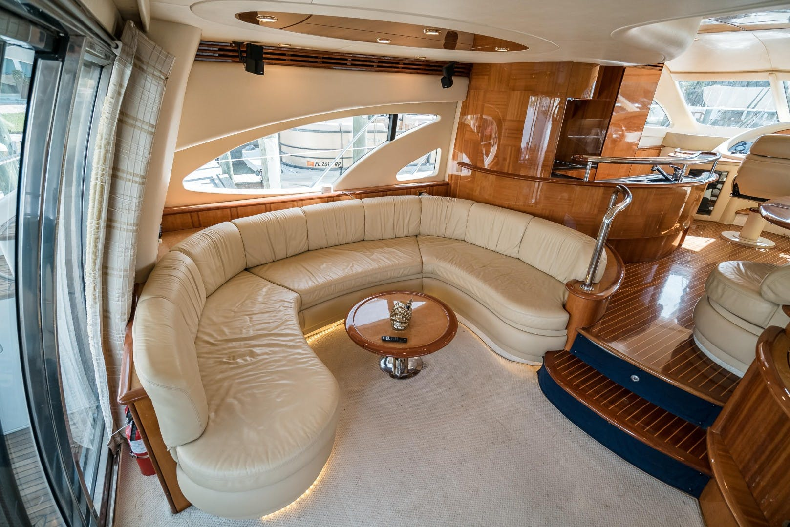 2004 Azimut 62'  SERENITY   Picture 5 of 78