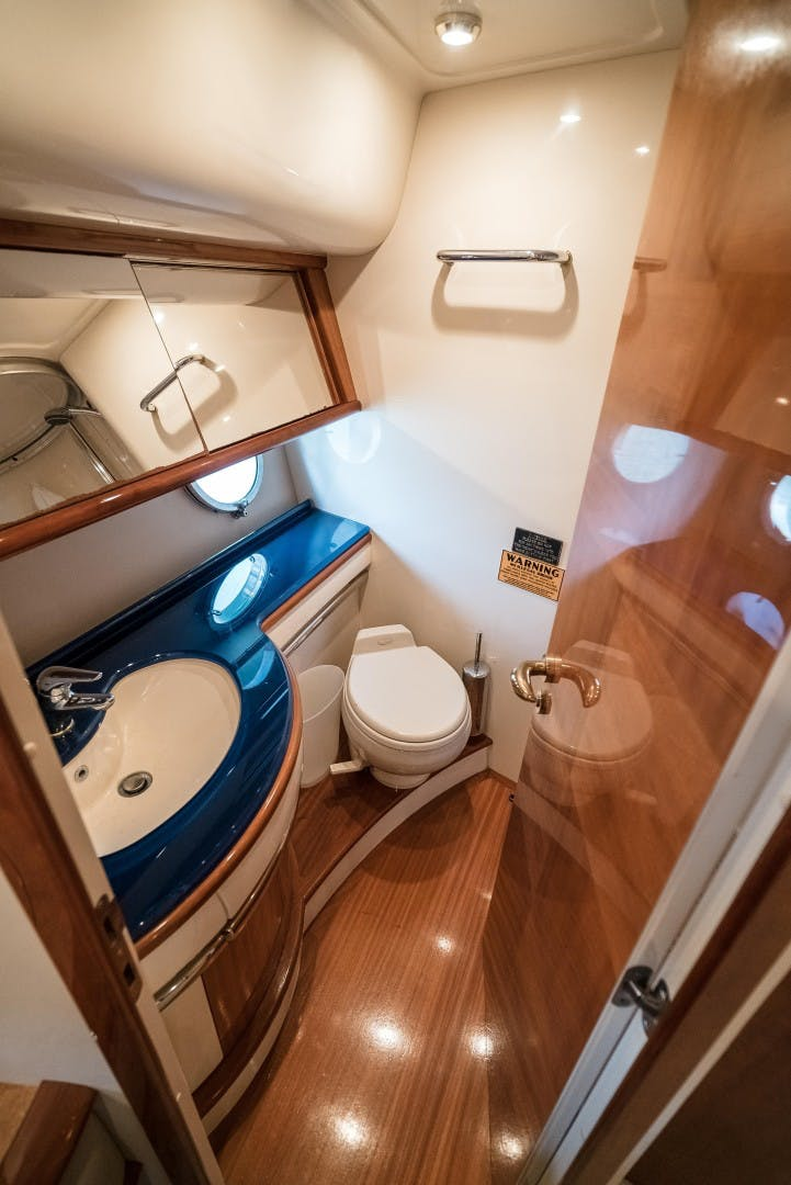 2004 Azimut 62'  SERENITY   Picture 8 of 78