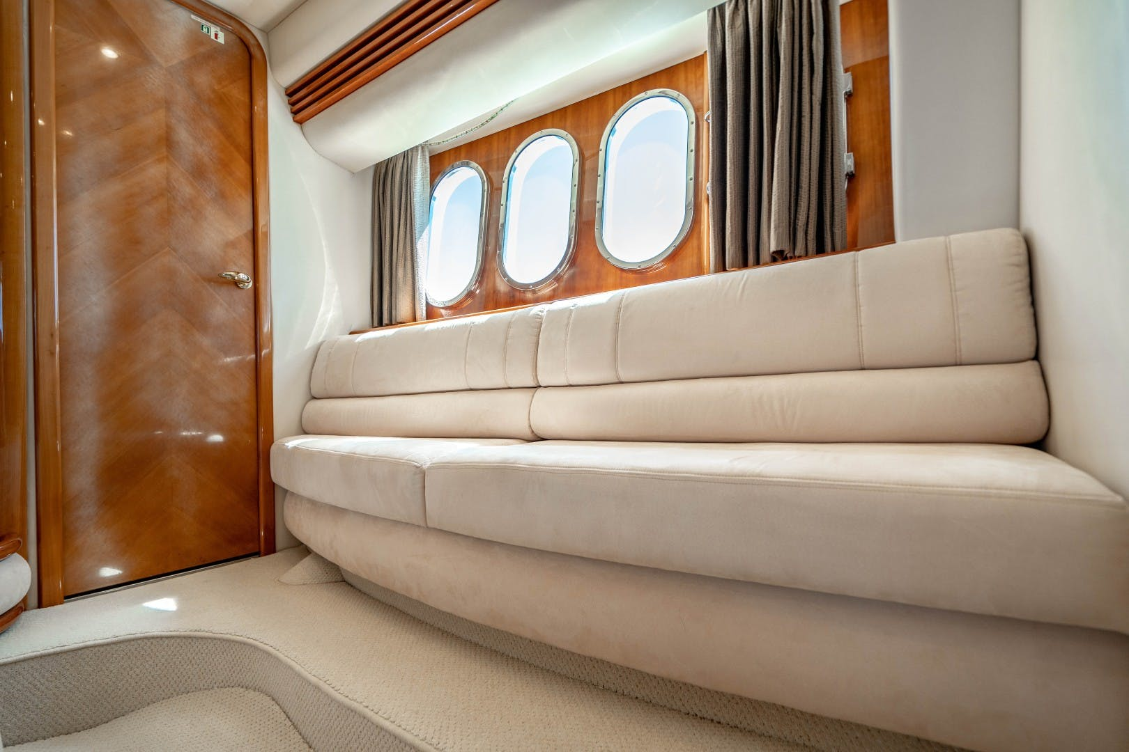 2005 Azimut 68' Plus with Flybridge Forever   Picture 8 of 86