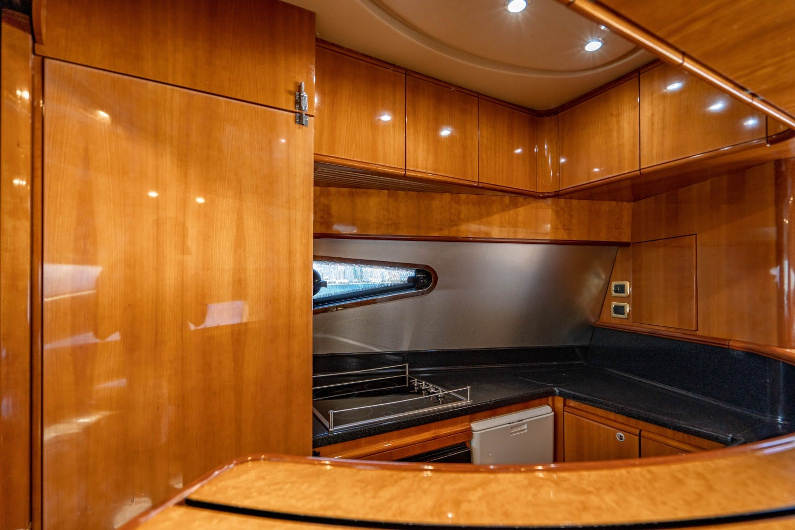2005 Azimut 68' Plus with Flybridge Forever   Picture 5 of 86