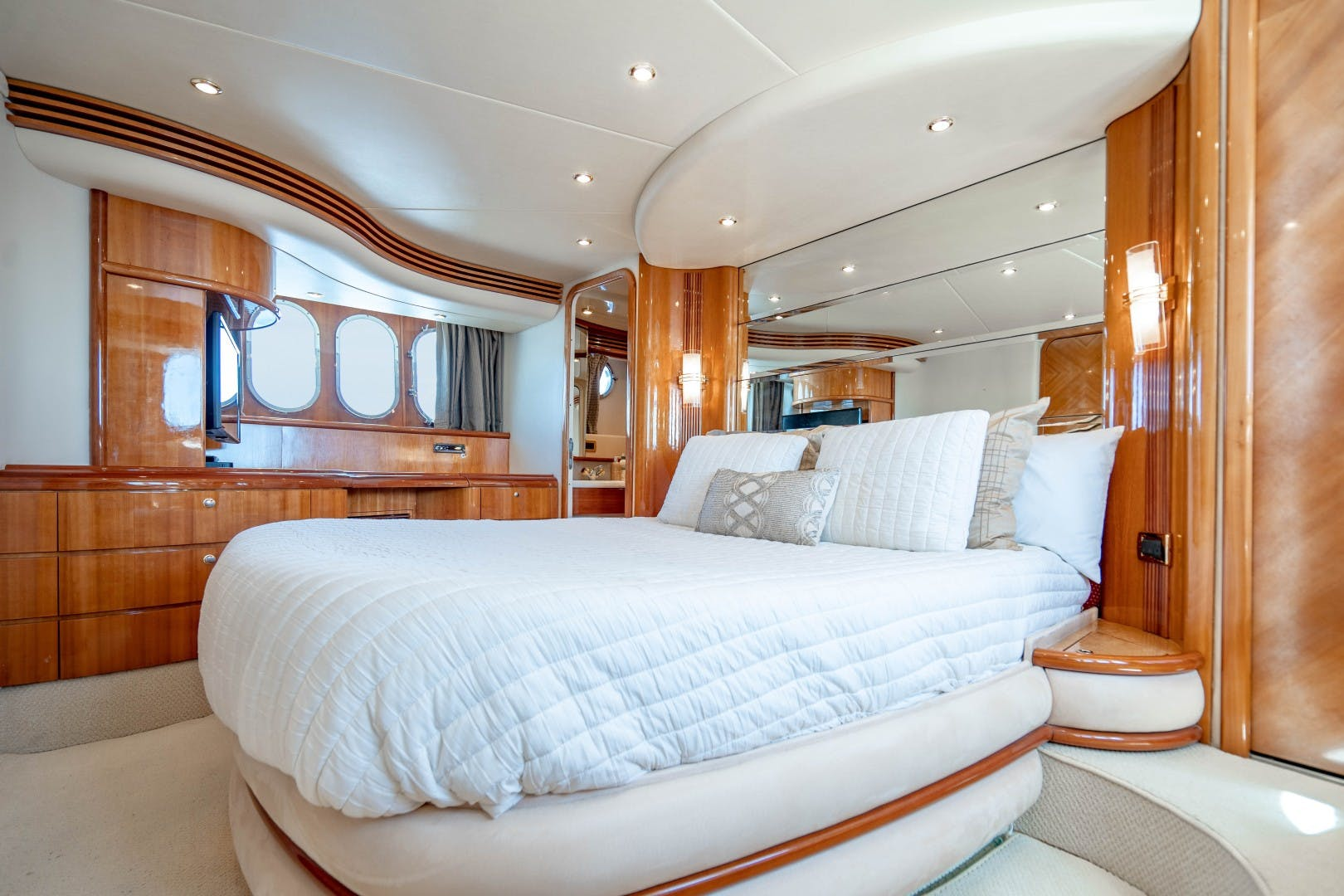 2005 Azimut 68' Plus with Flybridge Forever   Picture 2 of 86