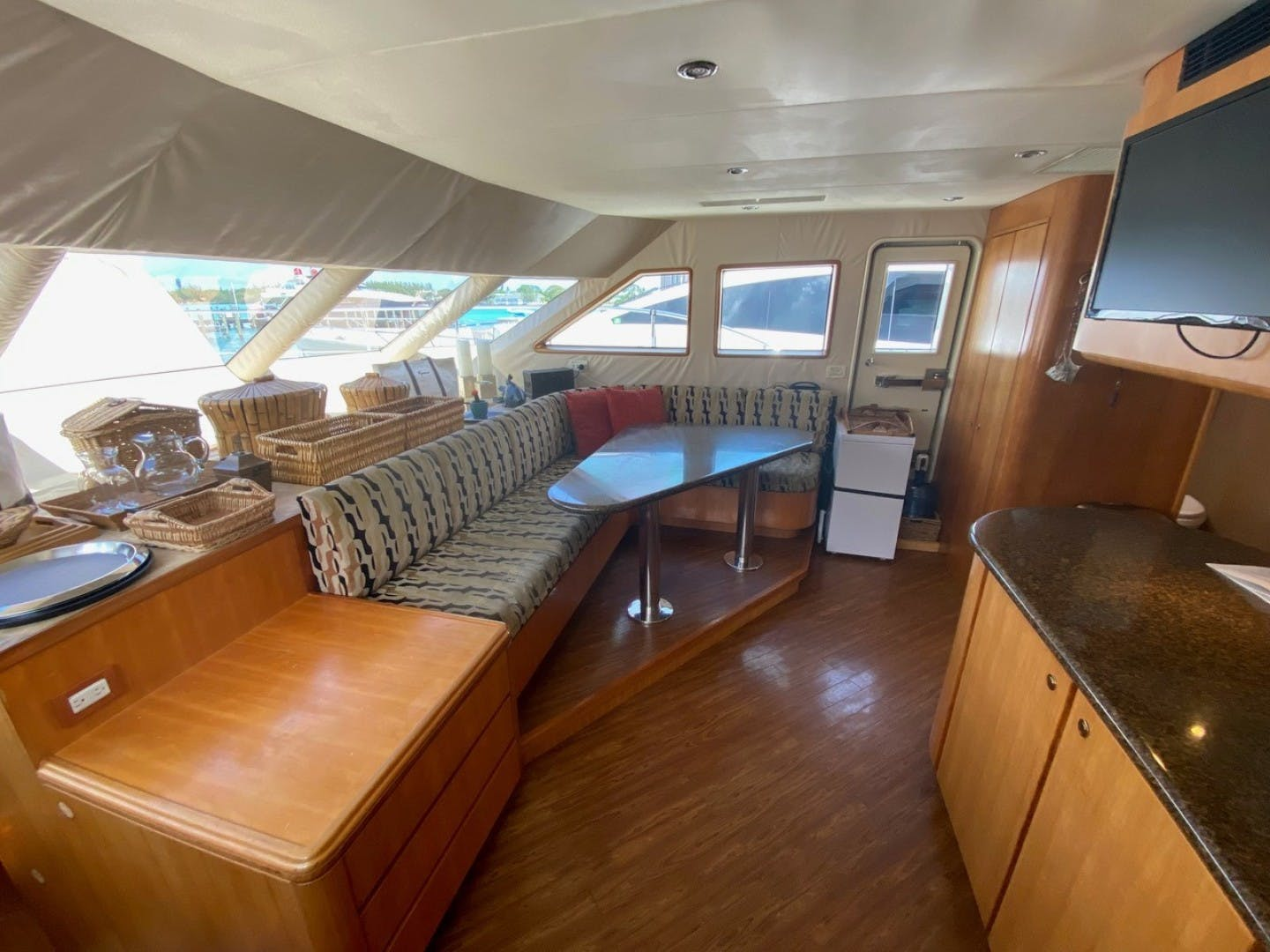 2004 Cheoy Lee 81' Sport EQUINOX   Picture 2 of 45
