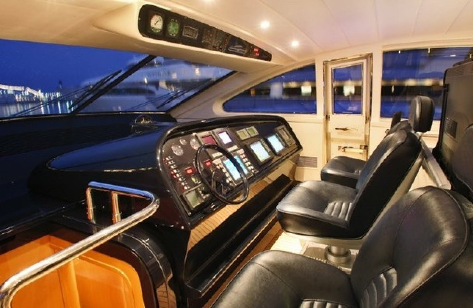 2002 Leopard 89' 89 Open    Picture 5 of 21