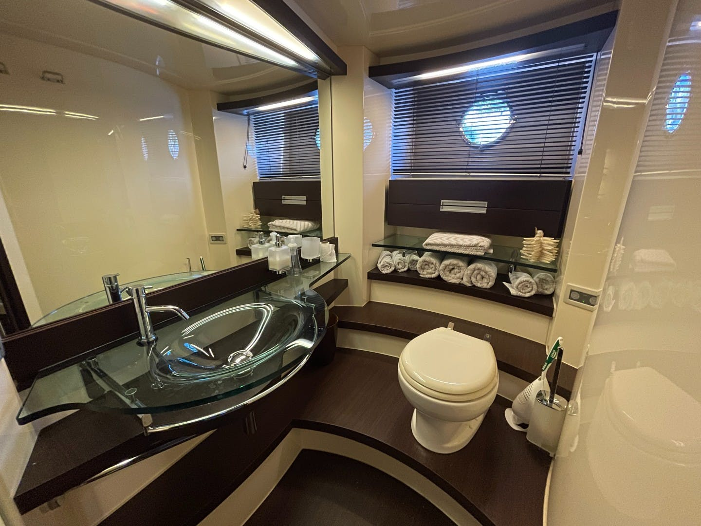 2007 Azimut 68' 68S DV8 | Picture 7 of 18