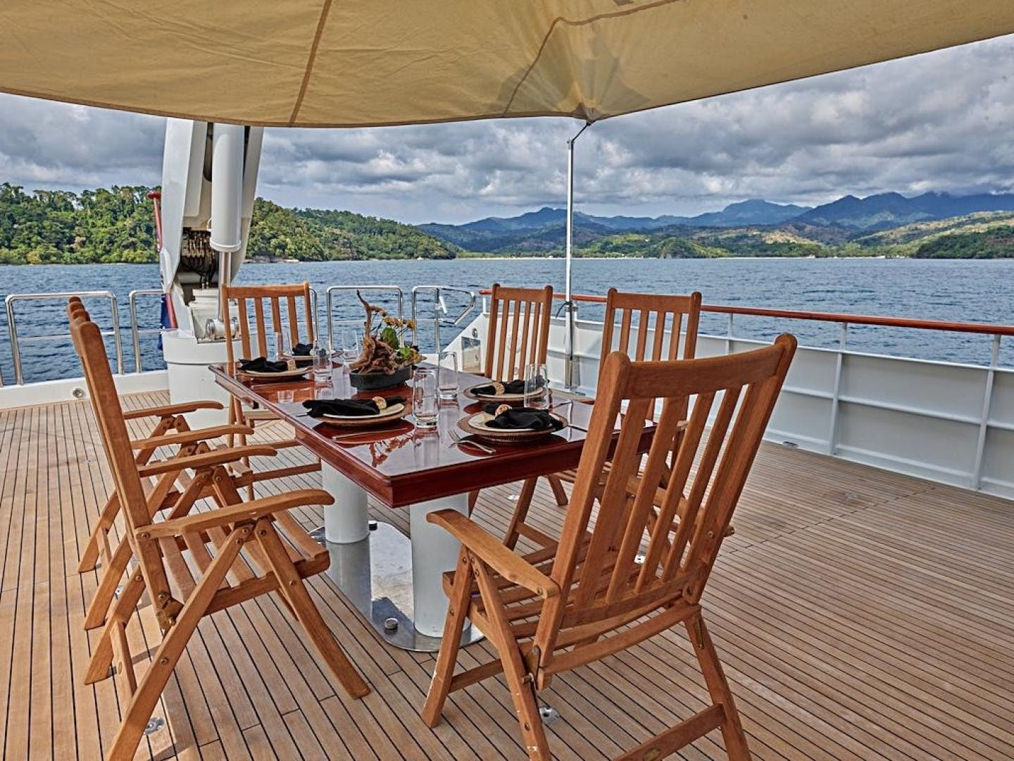 1986 Feadship 137' Tri Deck Motor Yacht Miss Iloilo | Picture 4 of 16
