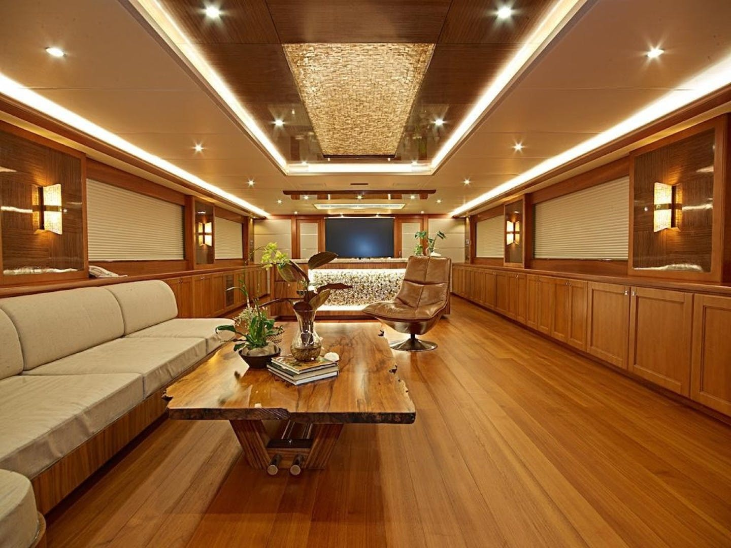 1986 Feadship 137' Tri Deck Motor Yacht Miss Iloilo | Picture 3 of 16