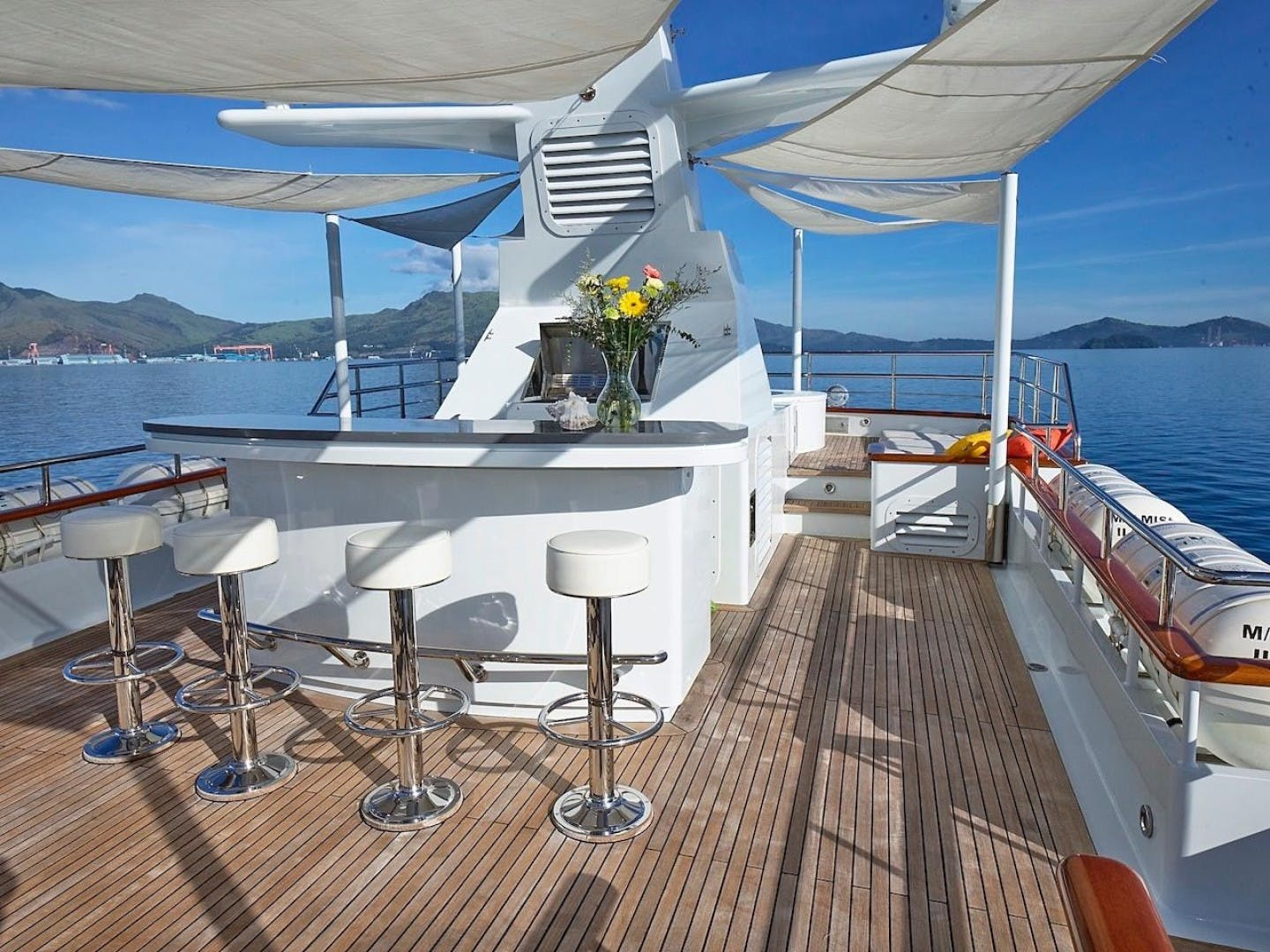 1986 Feadship 137' Tri Deck Motor Yacht Miss Iloilo | Picture 5 of 16