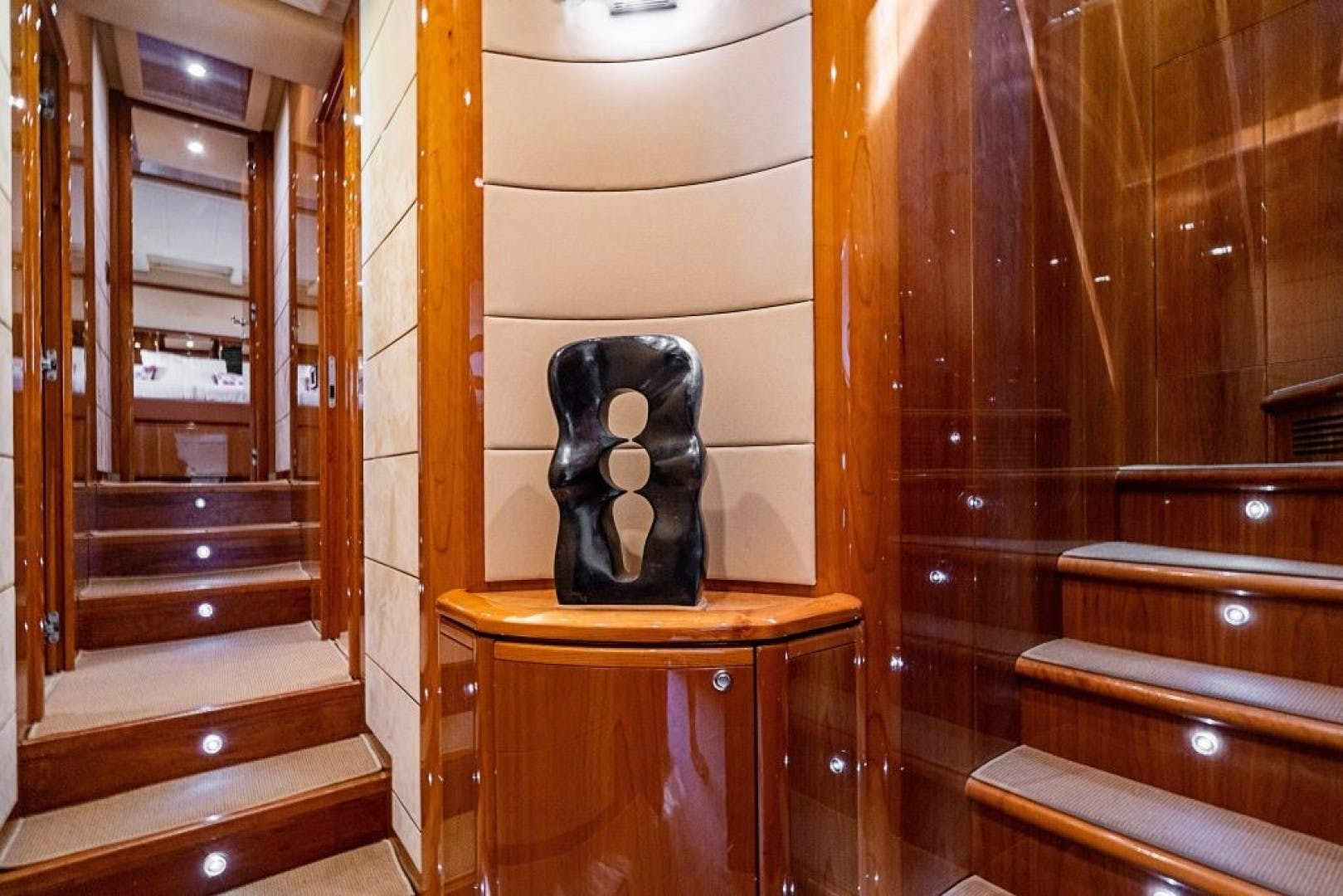 2006 Ferretti Yachts 88'  Cinque Mare | Picture 4 of 64