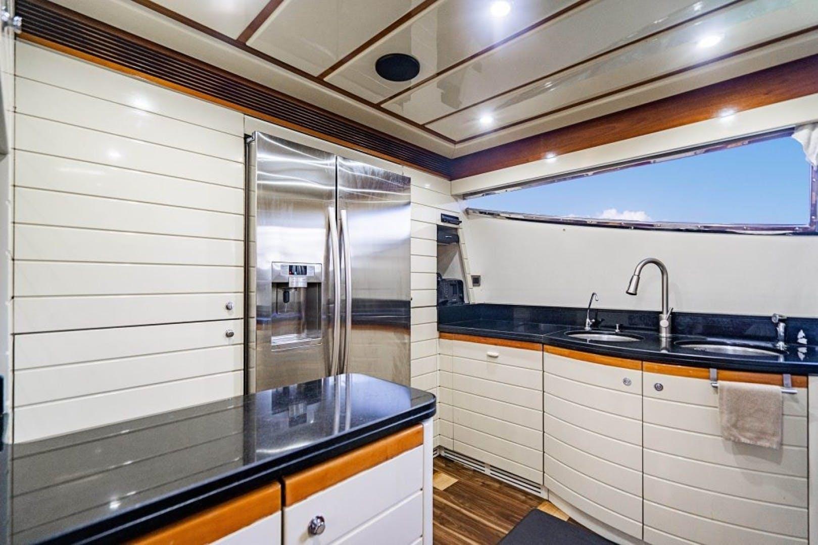 2006 Ferretti Yachts 88'  Cinque Mare | Picture 7 of 64