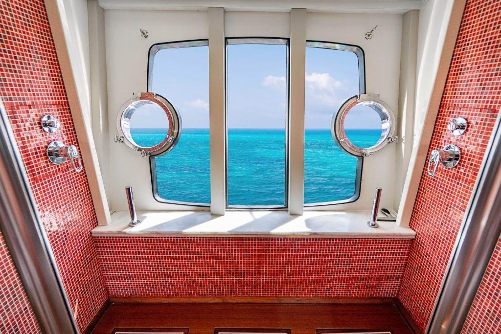 2006 Ferretti Yachts 88'  Cinque Mare | Picture 5 of 64