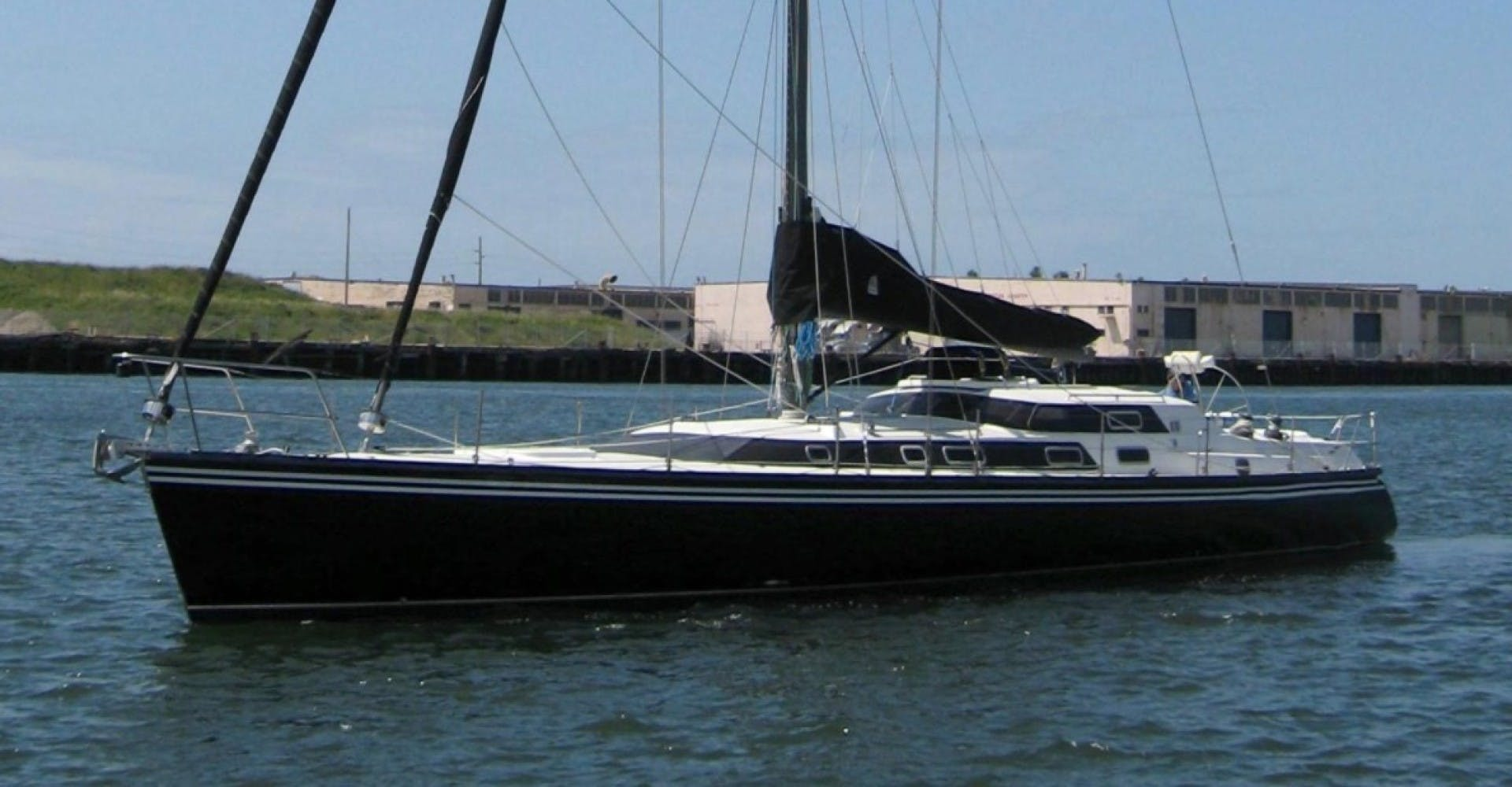 1990 Macgregor 65' Pilothouse    Picture 1 of 16