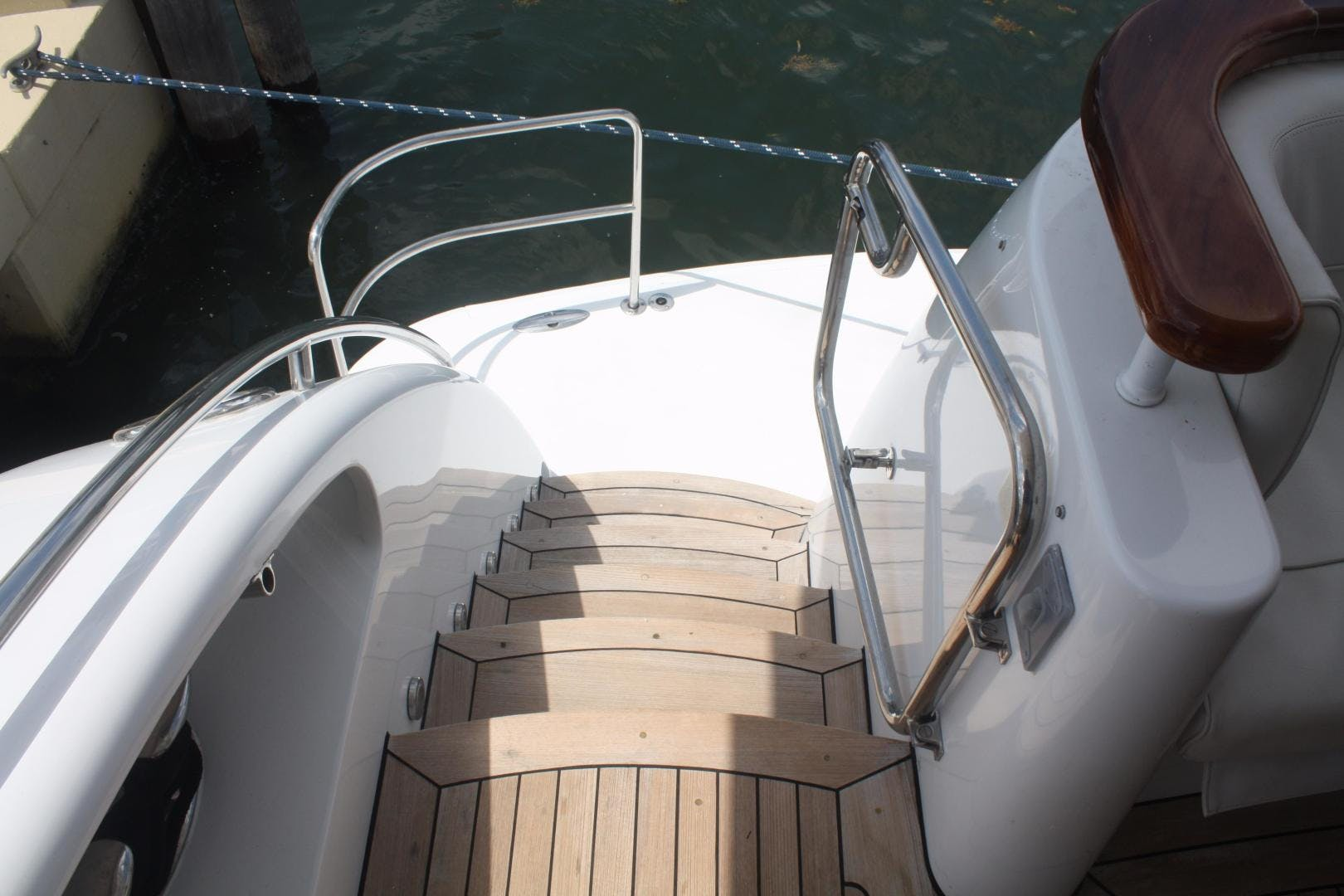 2006 Hatteras 80' 80 Motor Yacht Magalita III | Picture 8 of 159
