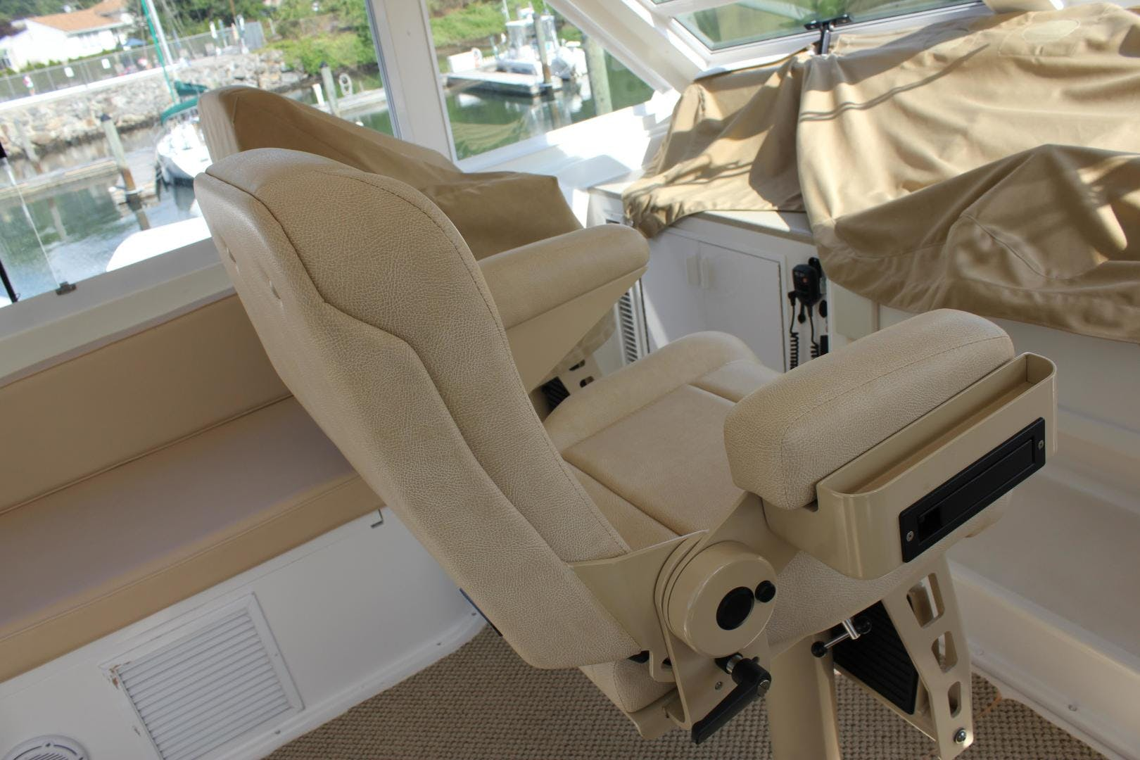 2001 Viking Cockpit Sport 60' Naples Edition ROYAL LADY D | Picture 3 of 37