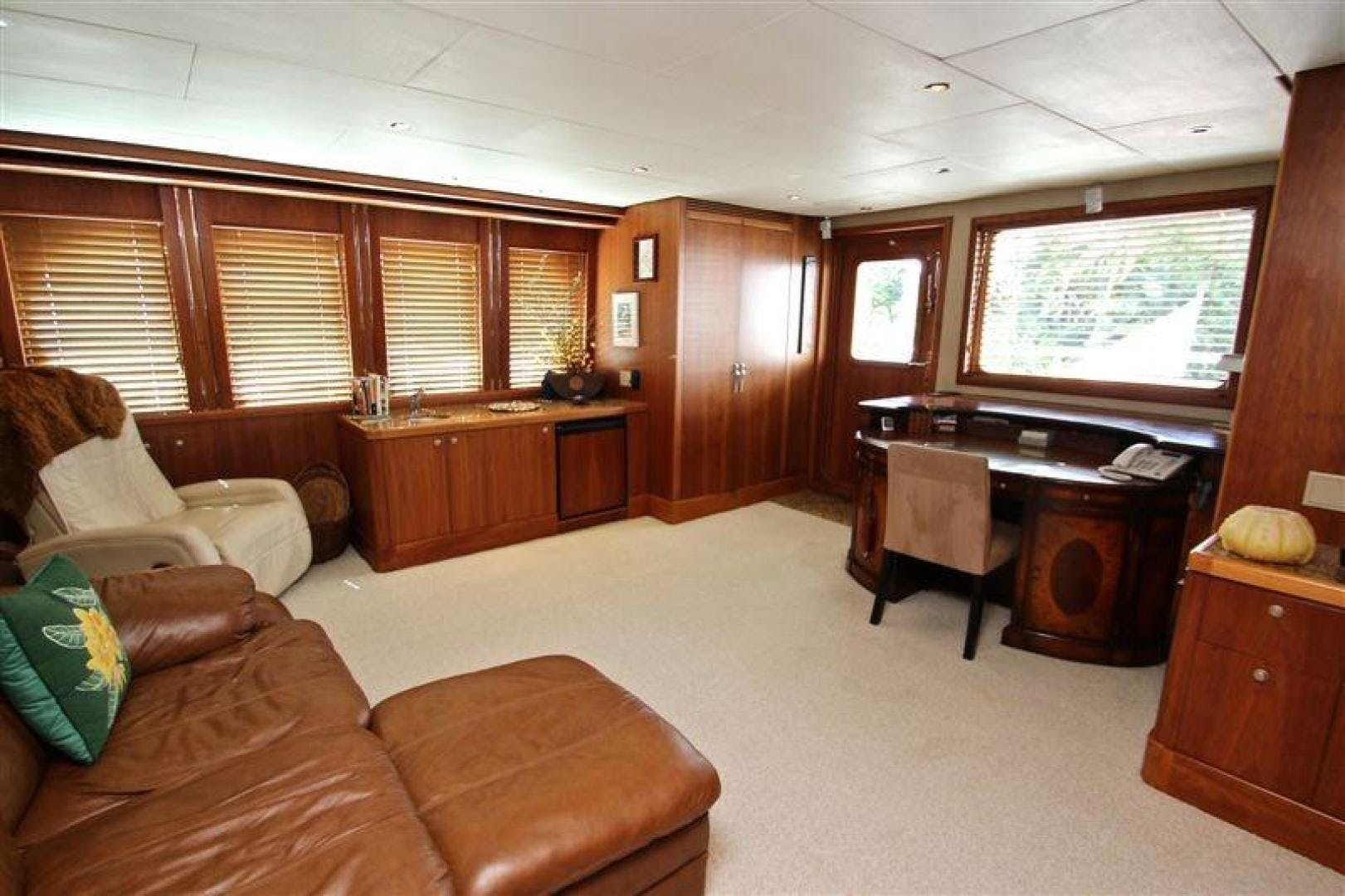 2005 Explorer 95' Expedition Yacht IMPETUS | Picture 8 of 69